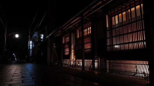小雨上がりの夜町屋
